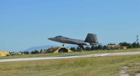 Προσγειώθηκαν στη Λάρισα τα «αόρατα» μαχητικά stealth των ΗΠΑ- Εντυπωσιακές φωτογραφίες