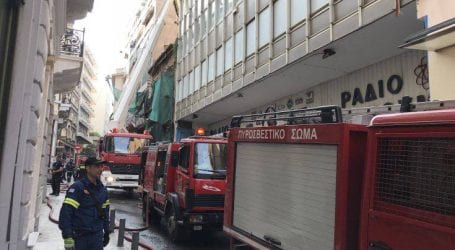 Φωτογραφίες από τη φωτιά στο κέντρο της Αθήνας