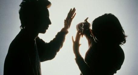 34χρονος «νταής» από τον Βόλο πλάκωσε στο ξύλο μητέρα και αδερφή