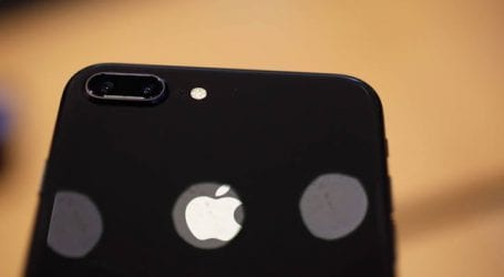 «Η Apple πούλησε λιγότερα iPhones αλλά πιο ακριβά»