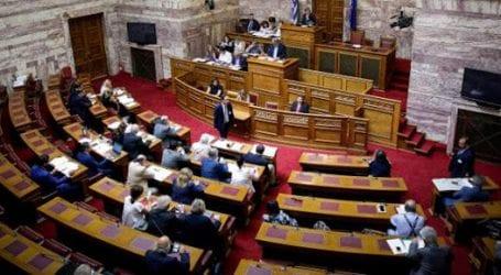 Ολα τα κόμματα, πλην του ΚΚΕ, ψήφισαν τα μέτρα για τους πληγέντες στο Μάτι