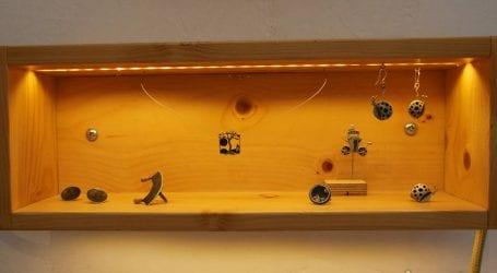 Τρισδιάστατα κοσμήματα, μικρά γλυπτά που αφηγούνται ιστορίες