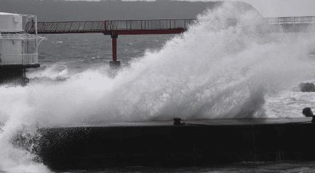 Η χώρα πλήττεται από τον σφοδρότερο τυφώνα των τελευταίων 25 ετών