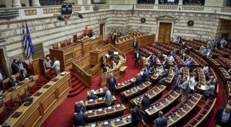 Κόντρα κυβέρνησης-ΝΔ για τη δημόσια διοίκηση στη Βουλή