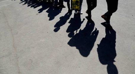Μετανάστες έχουν στήσει σλίπινγκ μπαγκς στην πλατεία Αριστοτέλους