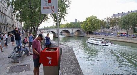 Κατακραυγή για τα… υπαίθρια ουρητήρια στο Παρίσι