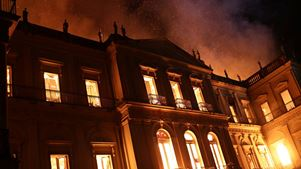 Πυρκαγιά τεραστίων διαστάσεων κατέστρεψε το Εθνικό Μουσείο στο Ρίο