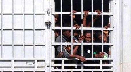 Εκατοντάδες μετανάστες διέφυγαν από κέντρο κράτησης στην Τρίπολη