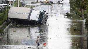 Τουλάχιστον εννέα νεκροί από τον τυφώνα Τζέμπι