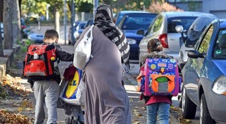 Αρνητικά αξιολογούν οι μισοί Γερμανοί την πολιτική της κυβέρνησής τους στο μεταναστευτικό