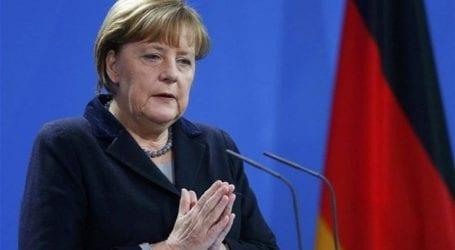 Η καγκελάριος Μέρκελ επικρίνει τον υπουργό Εσωτερικών Ζέεχοφερ για το μεταναστευτικό
