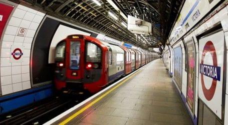 Μητέρα έπεσε με το παιδί της στις ράγες του μετρό και σώθηκαν παρ' όλο που πέρασε από πάνω τους συρμός
