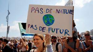 Χιλιάδες πολίτες συγκεντρώθηκαν στο κέντρο του Παρισιού ζητώντας «δράση για το κλίμα»