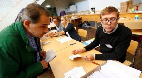 Η κεντροαριστερή συμμαχία προηγείται, το αντιμεταναστευτικό κόμμα αυξάνει το ποσοστό του