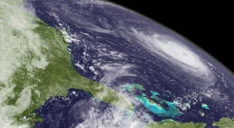 Ο κυκλώνας Φλόρενς εξασθενεί αργά, πάνω από την ανατολική Νότια Καρολίνα