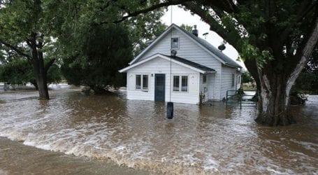 Τουλάχιστον 31 οι νεκροί στις καταστροφικές πλημμύρες