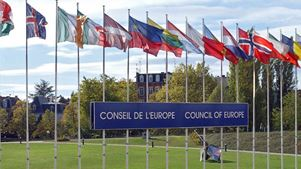 Το Συμβούλιο της Ευρώπης καταγγέλλει τις βιαιότητες κατά τη διάρκεια συλλήψεων και επαναπροωθήσεων μεταναστών