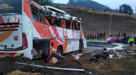 Τουλάχιστον 12 νεκροί από πτώση λεωφορείου σε χαράδρα