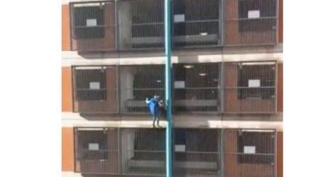 Γυναίκα «spidergirl» σκαρφαλώνει σε κτήριο χωρίς την παραμικρή προστασία
