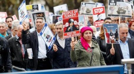 Διαδηλωτές στους δρόμους της χώρας ενόψει της επίσκεψης Ερντογάν