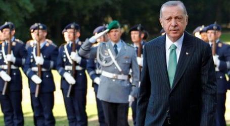 Ο Ερντογάν καλεί το Βερολίνο να απελάσει τους υποστηρικτές του Γκιουλέν