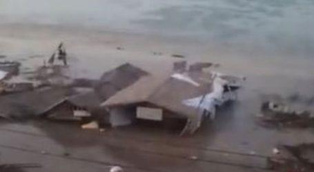 Η στιγμή που το τσουνάμι χτυπά την παραλία του Palu της Ινδονησίας μετά τον σεισμό των 7,5 Ρίχτερ