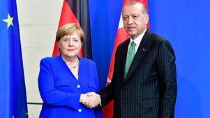 Με ευθείες κατηγορίες προς τη Γερμανία για υπόθαλψη τρομοκρατών η ομιλία του Ερντογάν στο επίσημο δείπνο