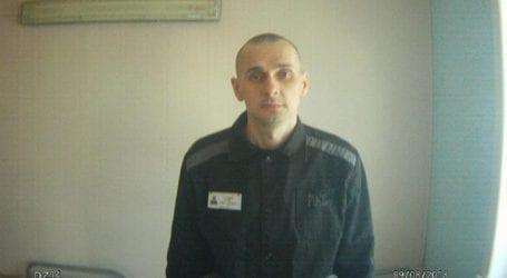 Συνεχίζει την απεργία πείνας ο σκηνοθέτης Όλεγκ Σεντσόφ