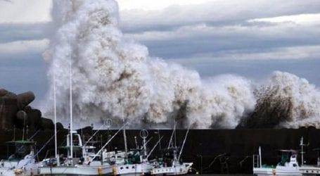 Ο τυφώνας Τράμι σαρώνει τη χώρα, άνω των 80 οι τραυματίες