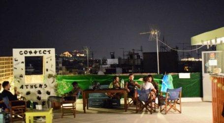 Το μήνυμα των Αθηναίων με ένα γιγάντιο μωσαϊκό από ανακυκλώσιμα υλικά