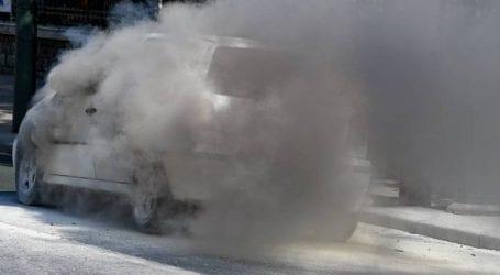 Αυτοκίνητο λαμπάδιασε μέσα στο πάρκινγκ του δήμου Χανίων