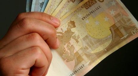 Ποιοι παίρνουν εξπρές επιστροφές ΦΠΑ και φόρου εισοδήματος έως 10.000 ευρώ