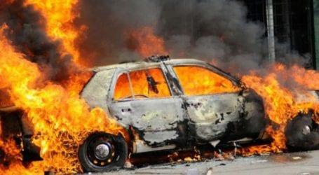 Αυτοκίνητο τυλίχτηκε στις φλόγες μέρα μεσημέρι στη Λάρισα