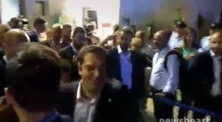 Η αποχώρηση του Αλέξη Τσίπρα μετά την ομιλία του