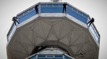 Εντυπωσιακή καταρρίχηση ανδρών της ΕΚΑΜ από τον Πύργο του ΟΤΕ