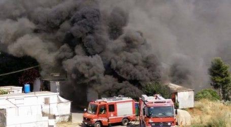 Φωτιά σε εργοστάσιο έξω από τη Λάρισα
