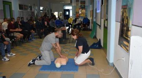 Μαθήματα πρώτων βοηθειών στο Σχολείο Φυλακής στη Λάρισα