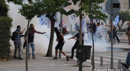 Οκτώ συλλήψεις και δεκαπέντε αστυνομικοί τραυματίες στα επεισόδια στη Θεσσαλονίκη