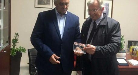 Επίσκεψη του υφυπουργού περιβάλλοντος στον Δήμαρχο Τεμπών
