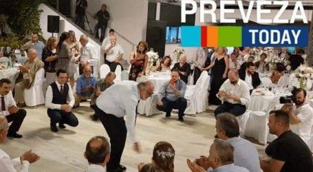 Το ζεϊμπέκικο του Παναγιώτη Κουρουμπλή σε γάμο στην Πρέβεζα