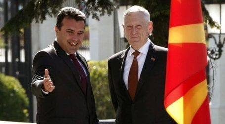 Το μήνυμα του υπουργού Άμυνας των ΗΠΑ από τα Σκόπια για το όνομα
