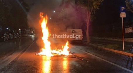 Επεισοδιακή νύχτα με μολότοφ και δακρυγόνα στη Θεσσαλονίκη