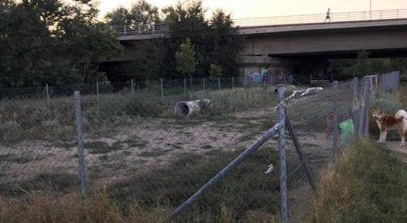 Σε πάρκο της… εγκατάλειψης μετατράπηκε το πάρκο των σκύλων στη Λάρισα (φωτό)