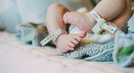 «Βιαστικό» μωράκι στην Κρήτη γεννήθηκε μέσα στο αυτοκίνητο