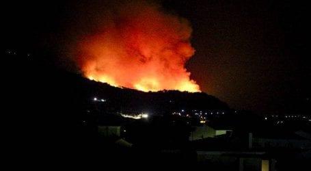 Ενισχύθηκαν οι πυροσβεστικές δυνάμεις στη Σάμο