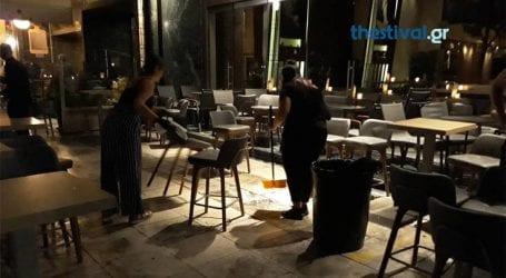 Κουκουλοφόροι προκάλεσαν φθορές σε καφετέριες της παραλιακής λεωφόρου Θεσσαλονίκης