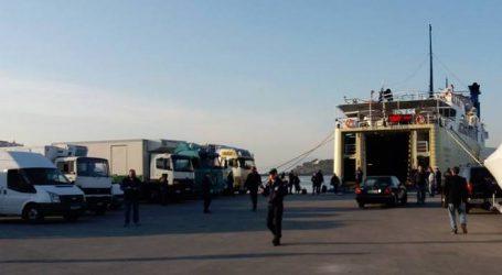ΤΩΡΑ: Επιβάτης του «Πρωτέα» έπεσε από τις σκάλες του πλοίου στο λιμάνι του Βόλου