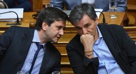 Τσακαλώτος-Χουλιαράκης ενημερώνουν τους βουλευτές του ΣΥΡΙΖΑ για τον προϋπολογισμό
