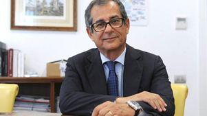 Πρώτη δοκιμή του υπ. Οικονομικών Τζοβάνι Τρία στο Eurogroup μετά τη νύκτα του 2,4%
