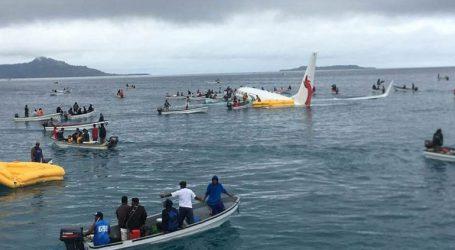Το πτώμα ενός επιβάτη βρέθηκε στο κουφάρι ενός Boeing 737 που κατέπεσε σε λιμνοθάλασσα